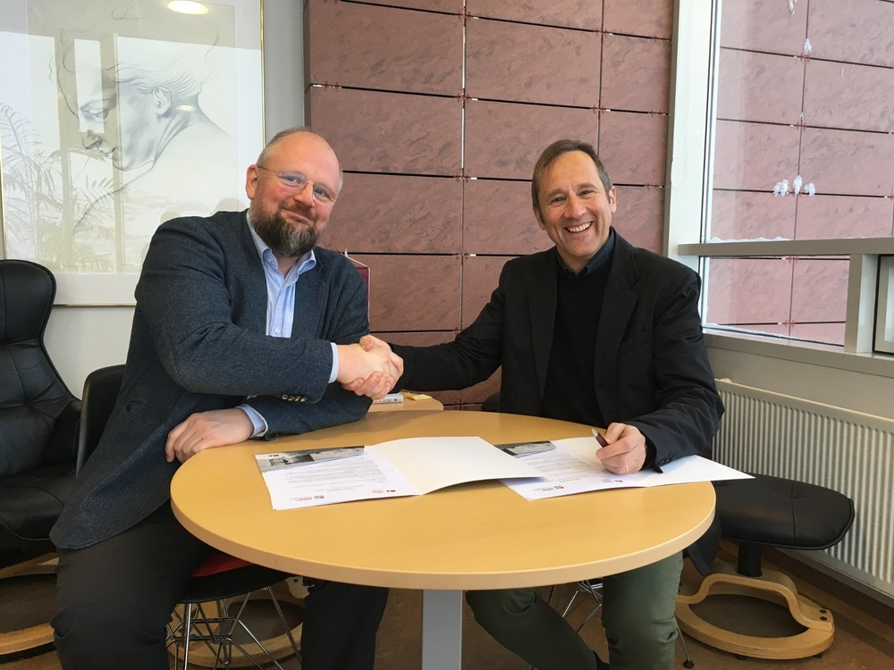 Eyjólfur Guðmundsson, rector of the University of Akureyri and Peter Weiss, director of the University Centre signed a renewed contract between the institutions.