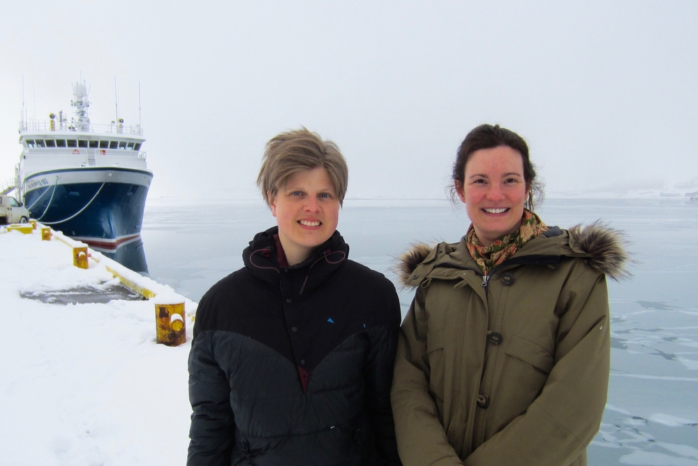 Dr. Catherine Chambers, to the right and Dr. Pernilla Carlsson to the left at the harbor in Ísafjörður.