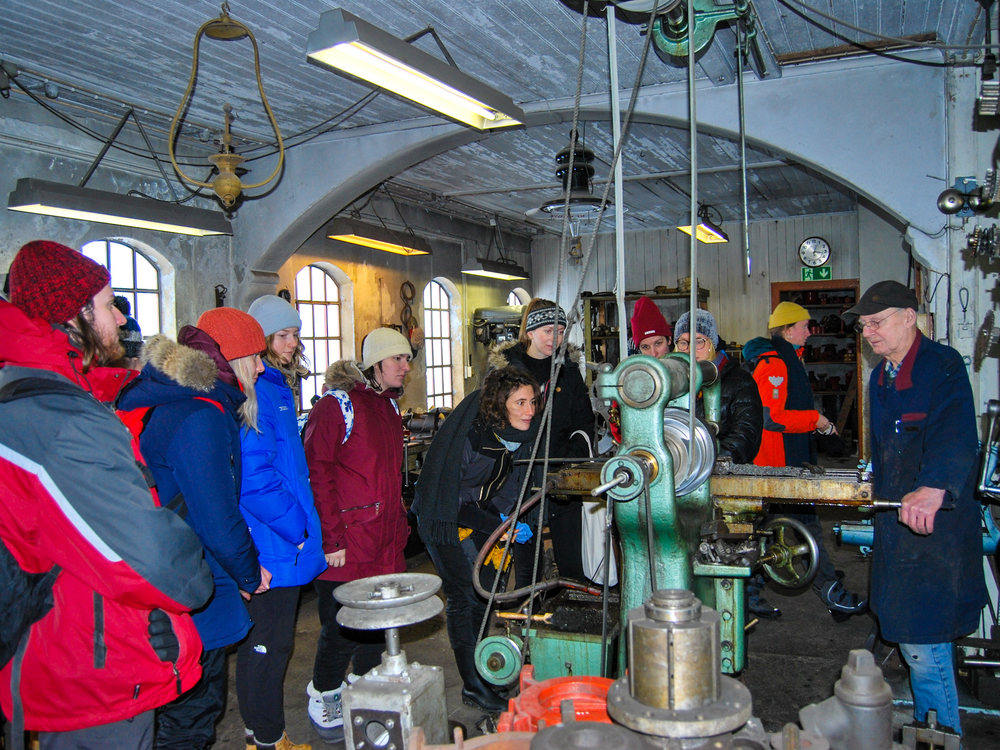 The old Forge and Machine Workshop in Þingeyri was the next stop. Kristján Gunnarsson gave students a tour and explained how this amazing place works.