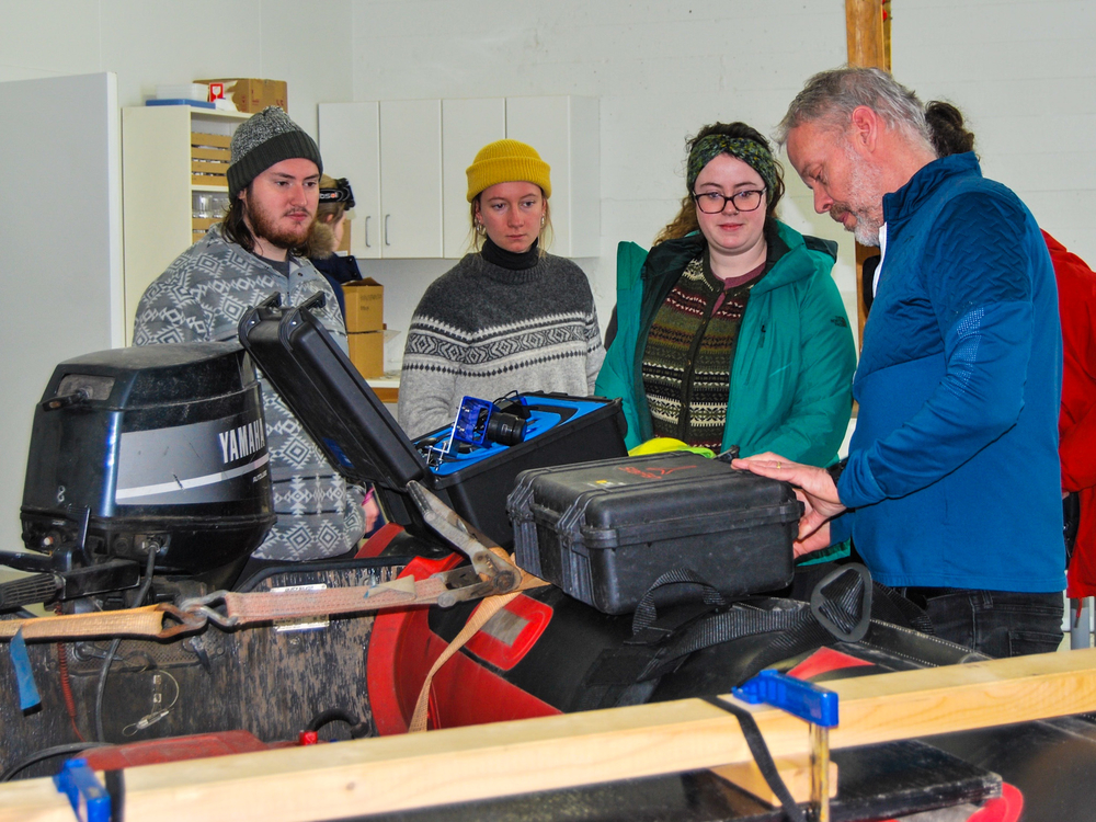 Dr. Ragnar Edvardsson at the University of Iceland Research Centre in Bolungarvík showed students around the centre that focuses on fish biodiversity and maritime archaeology.