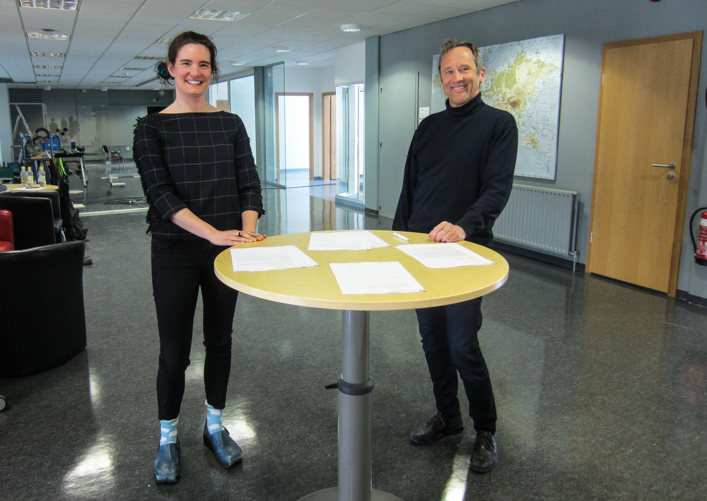 Dr. Catherine Chambers, former academic director and new research manager, and Dr. Peter Weiss, Director of the University Centre of the Westfjords, signing the contract.