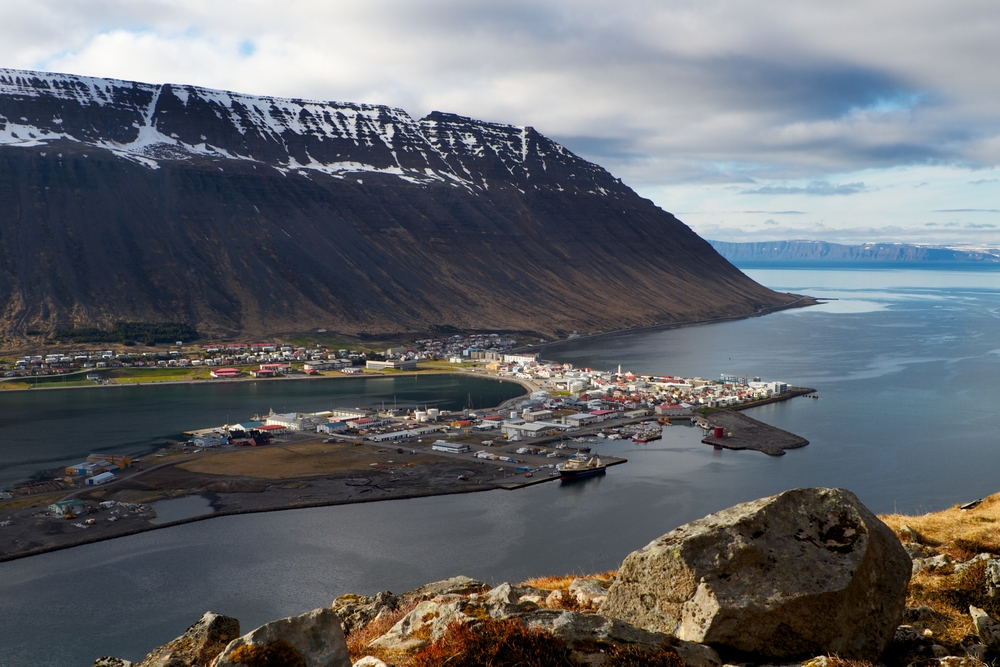 The course is taught in the town of Ísafjörður.