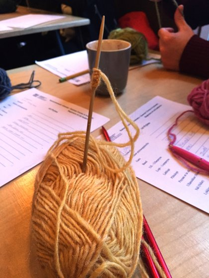 Learning how to knit in Icelandic